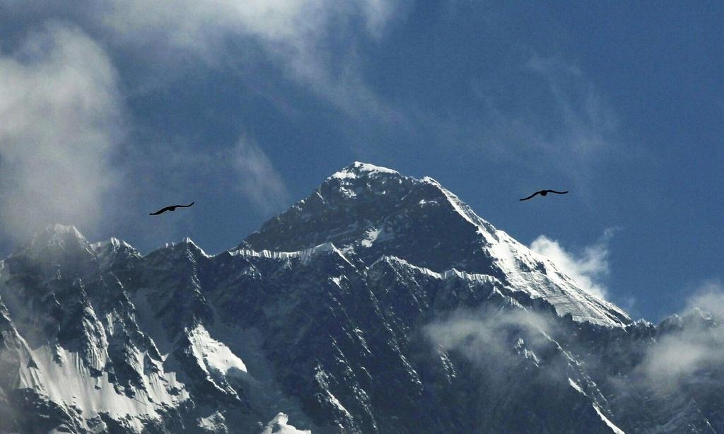 'Buoc qua xac nguoi de len dinh' - canh hon loan tren Everest un tac hinh anh 1