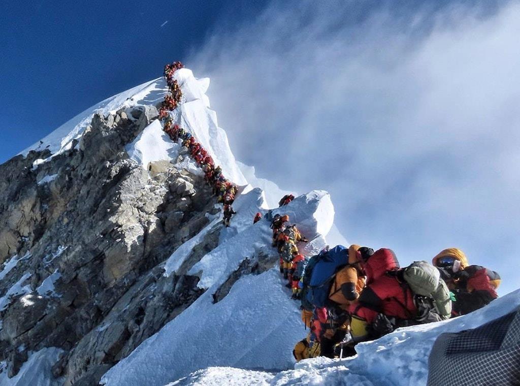 Bang tan phoi bay thi the tren dinh Everest nhieu hon bao gio het hinh anh 3