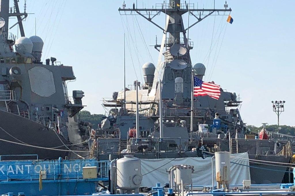 Nha Trang giau tau USS McCain anh 1