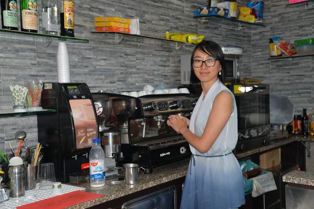 Cac barista Trung Quoc no ro o Italy khien dan dia phuong nghi ngai hinh anh 1