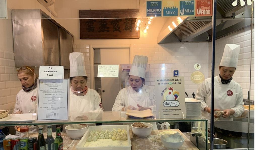 Cac barista Trung Quoc no ro o Italy khien dan dia phuong nghi ngai hinh anh 2