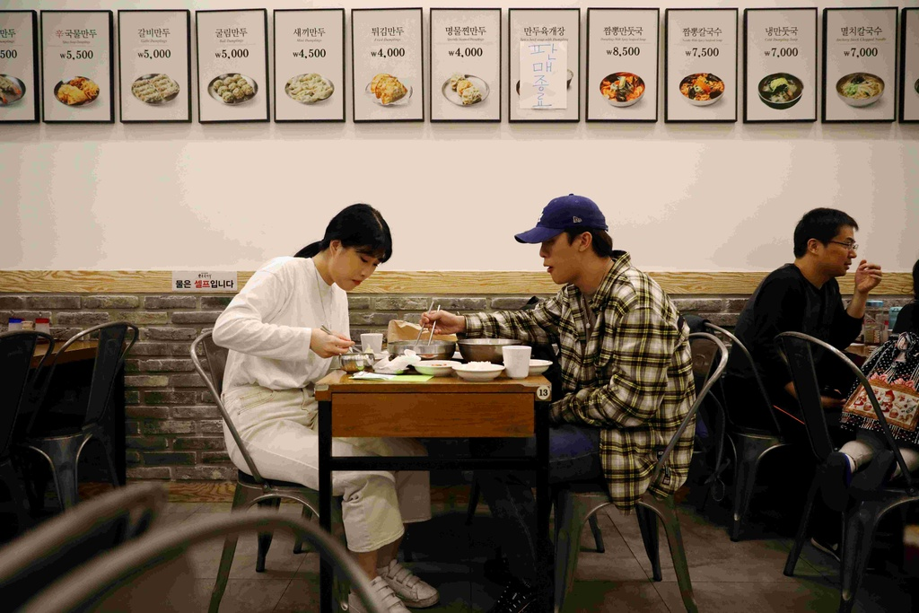 'Thia ban' - nhung nguoi Han Quoc khong con tin vao co hoi doi doi hinh anh 8 han_13.jpg