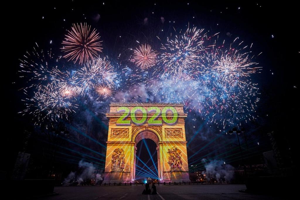 The gioi chao 2020 trong phao hoa va hy vong moi hinh anh 7 paris.jpg