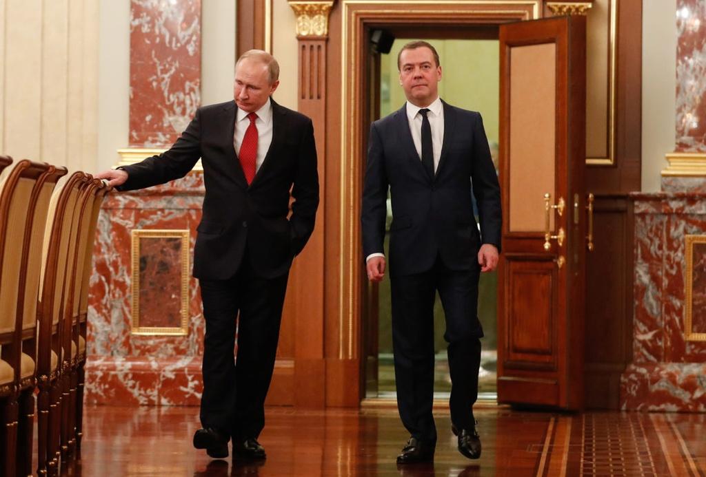 Ke hoach bat ngo cua TT Putin khi thay the toan bo chinh phu hinh anh 1 putin_medvedev.jpg