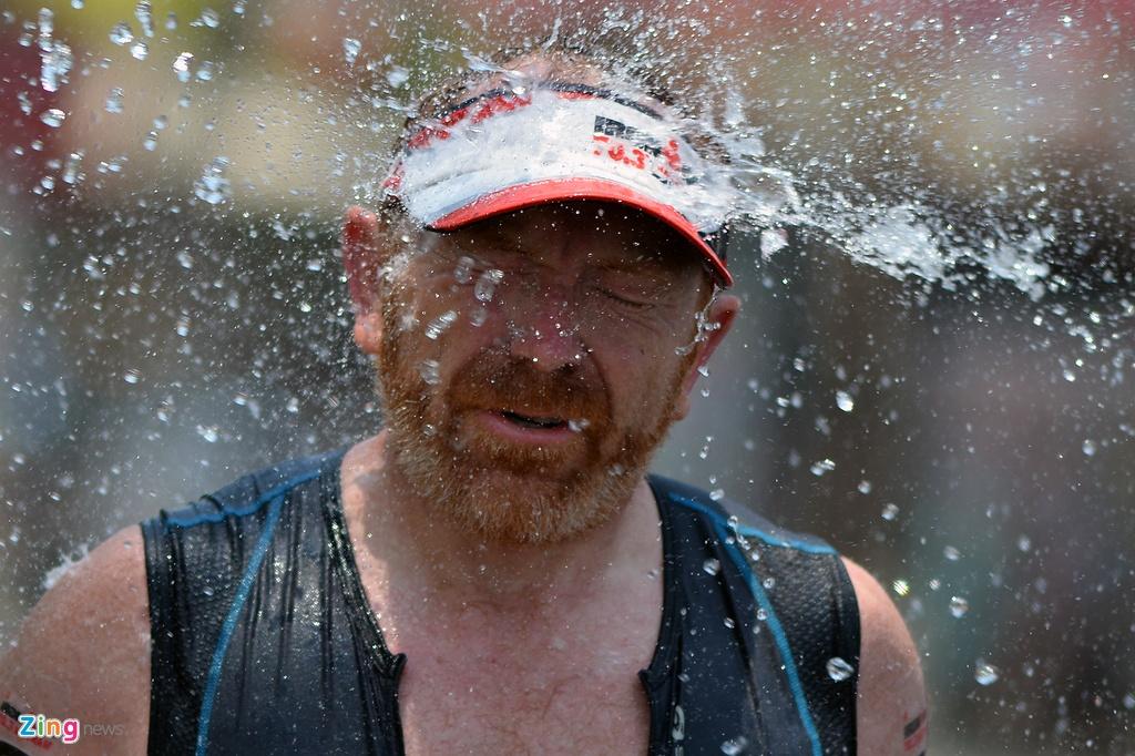 Khoanh khac an tuong Ironman 70.3 2016 tai Da Nang hinh anh 15