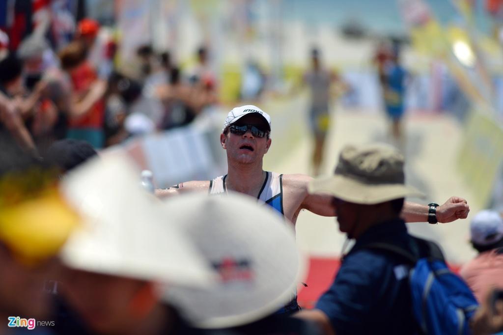 Khoanh khac an tuong Ironman 70.3 2016 tai Da Nang hinh anh 18