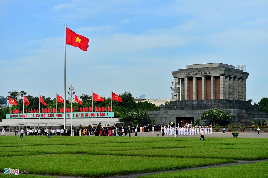 Dai bieu Quoc hoi khoa moi vieng Chu tich Ho Chi Minh hinh anh 1