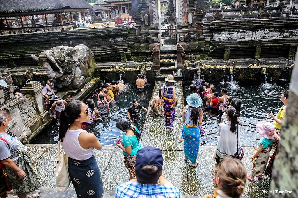 Tam nuoc thanh o den thieng tren dao Bali hinh anh 6