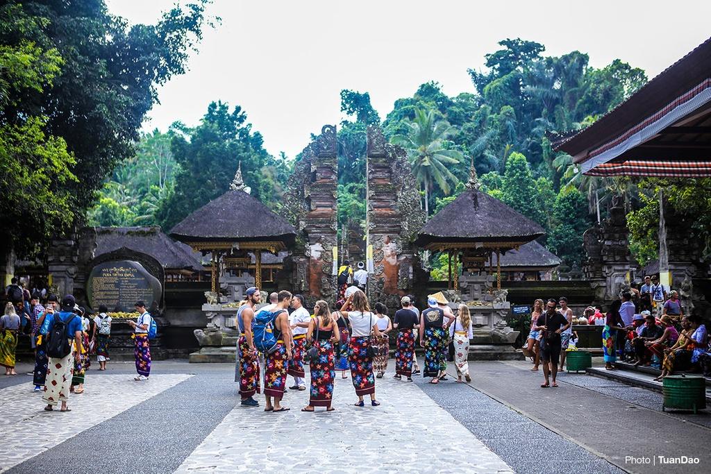Tam nuoc thanh o den thieng tren dao Bali hinh anh 1