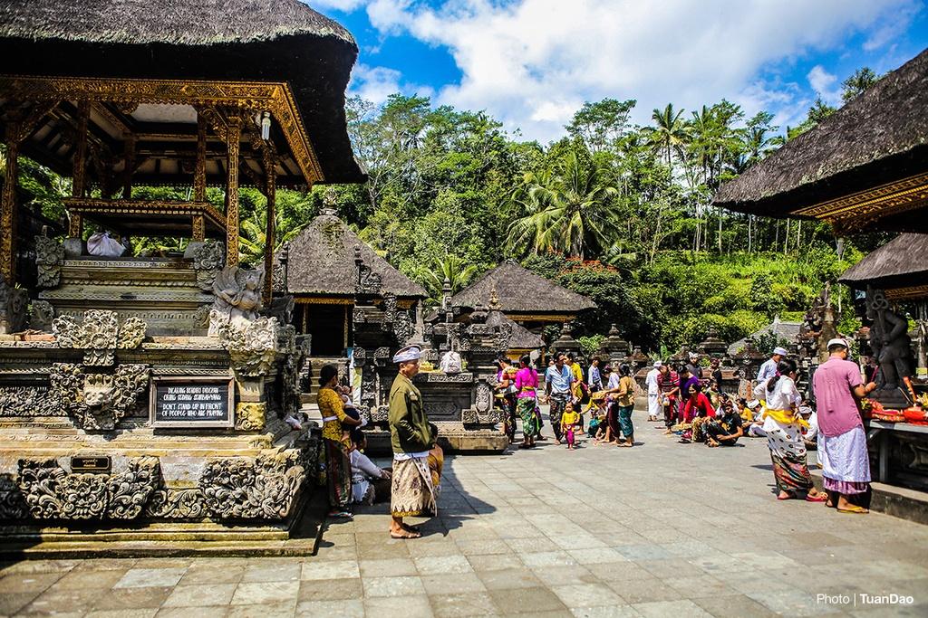 Tam nuoc thanh o den thieng tren dao Bali hinh anh 3
