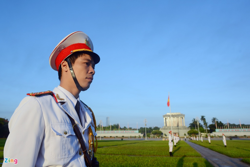 Doan dai bieu Quoc hoi vieng Chu tich Ho Chi Minh hinh anh 6