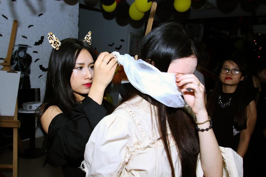 Sinh vien Ha Noi hoa than thanh ma quy choi Halloween hinh anh 10