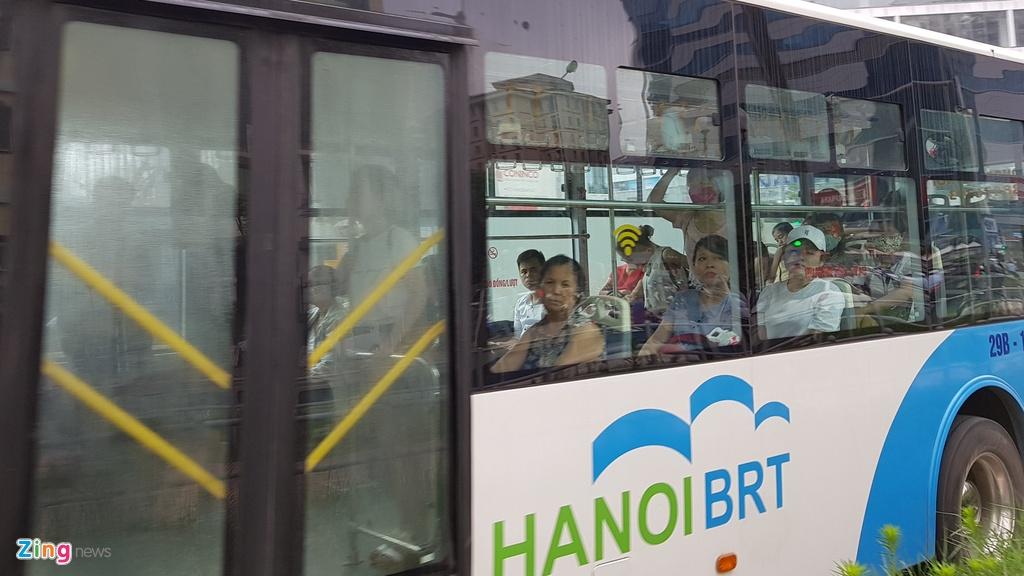 Buyt nhanh BRT sang chat cung, trua vang hoe hinh anh 2