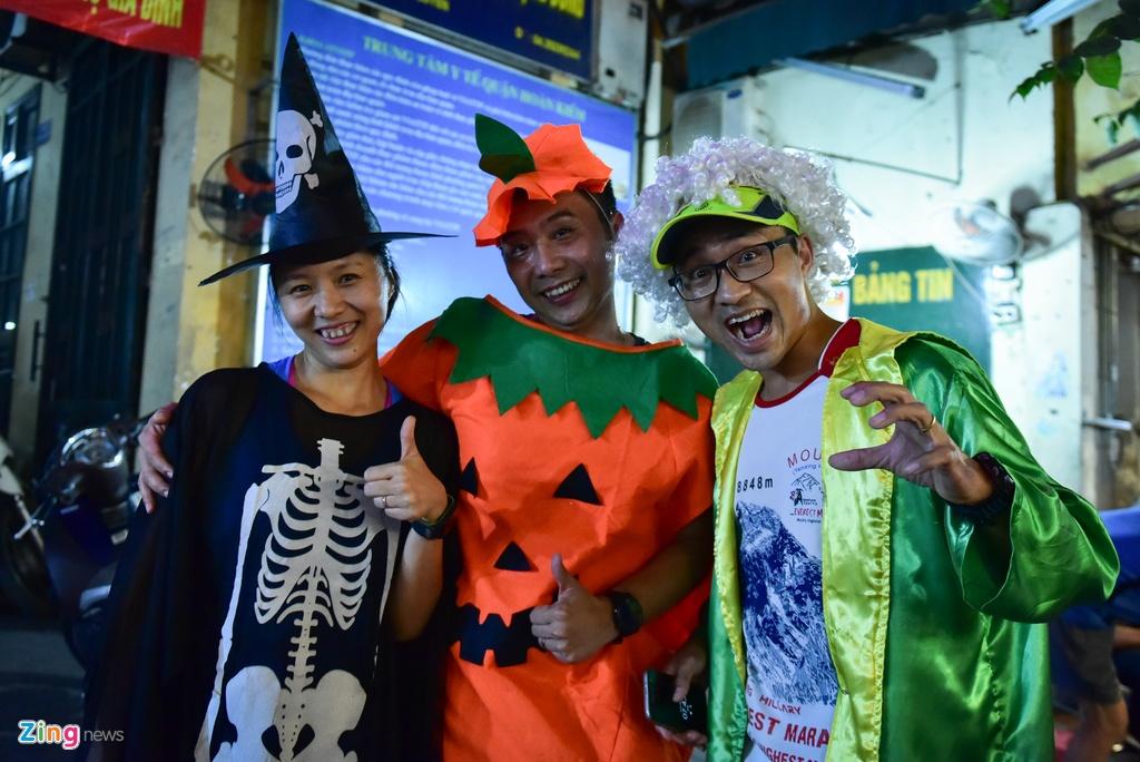 Bien nguoi don Halloween o Sai Gon, Ha Noi hinh anh 15