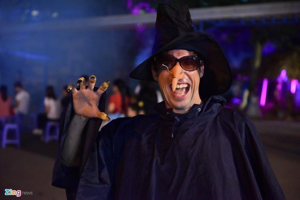 Bien nguoi don Halloween o Sai Gon, Ha Noi hinh anh 16