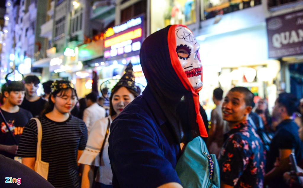 Bien nguoi don Halloween o Sai Gon, Ha Noi hinh anh 6