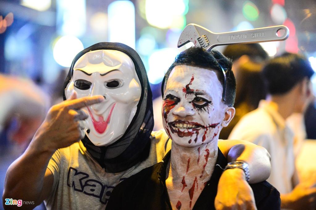 Bien nguoi don Halloween o Sai Gon, Ha Noi hinh anh 8