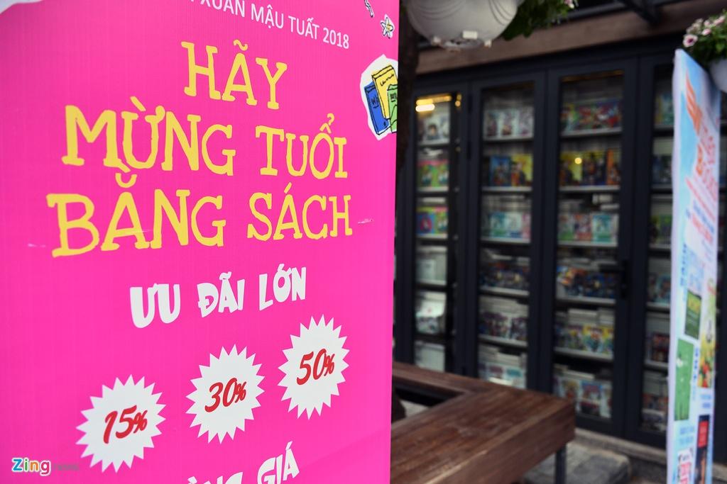 Pho chu tich Ha Noi xin chu thu phap tai Pho sach Xuan hinh anh 8