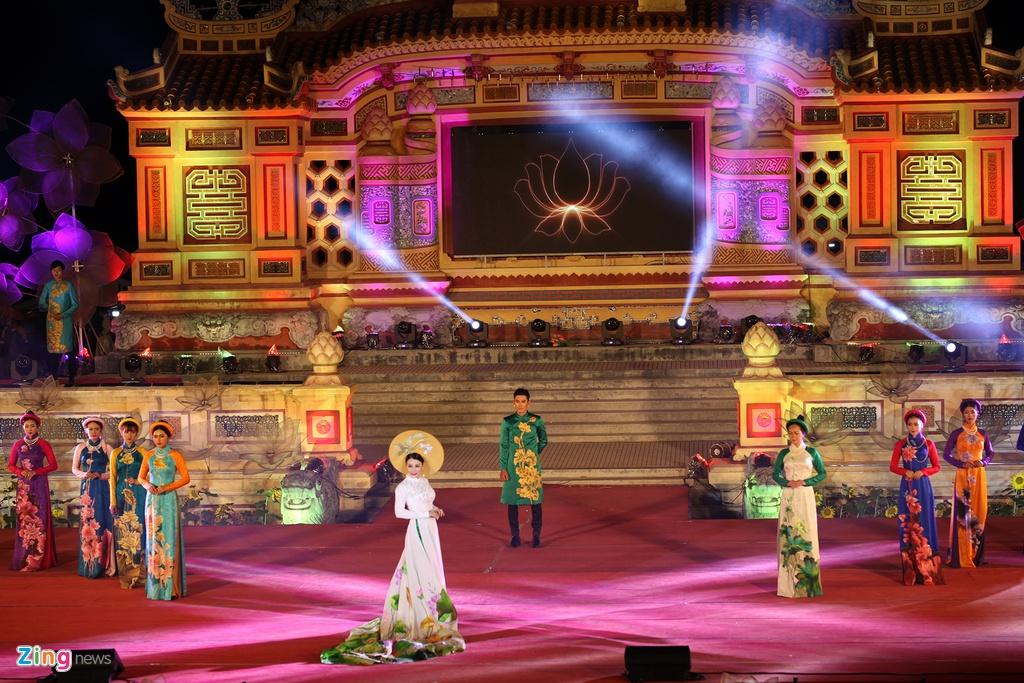 trinh dien ao dai tai Festival Hue anh 1