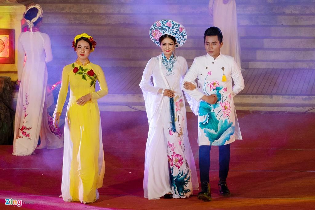trinh dien ao dai tai Festival Hue anh 10
