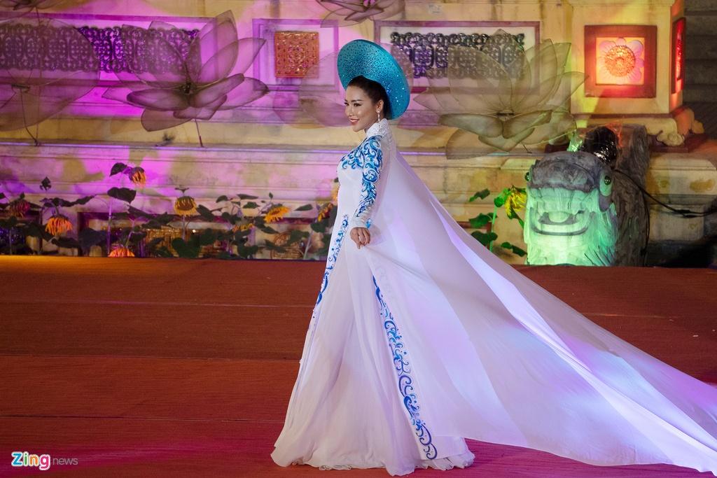 trinh dien ao dai tai Festival Hue anh 6