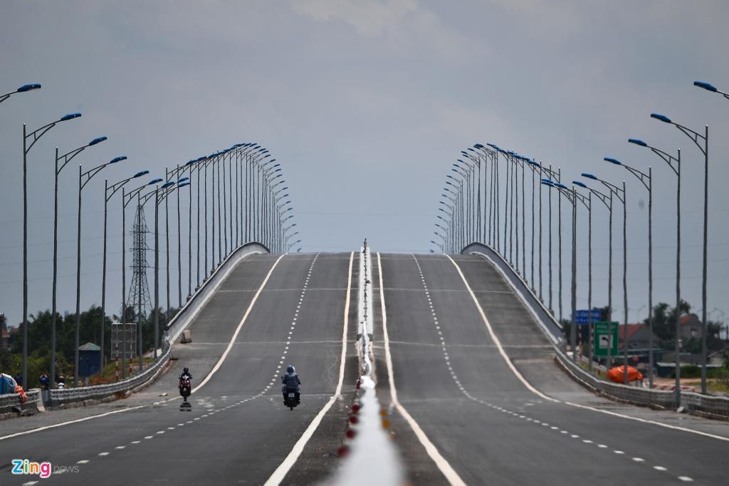 Toan canh cao toc rut ngan 50 km duong tu Ha Noi toi Ha Long hinh anh 10