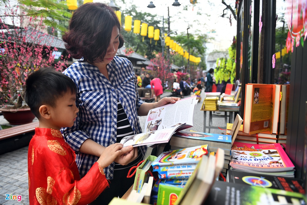 Nguoi dan no nuc tham du khai mac Pho Sach Xuan Ky Hoi hinh anh 8
