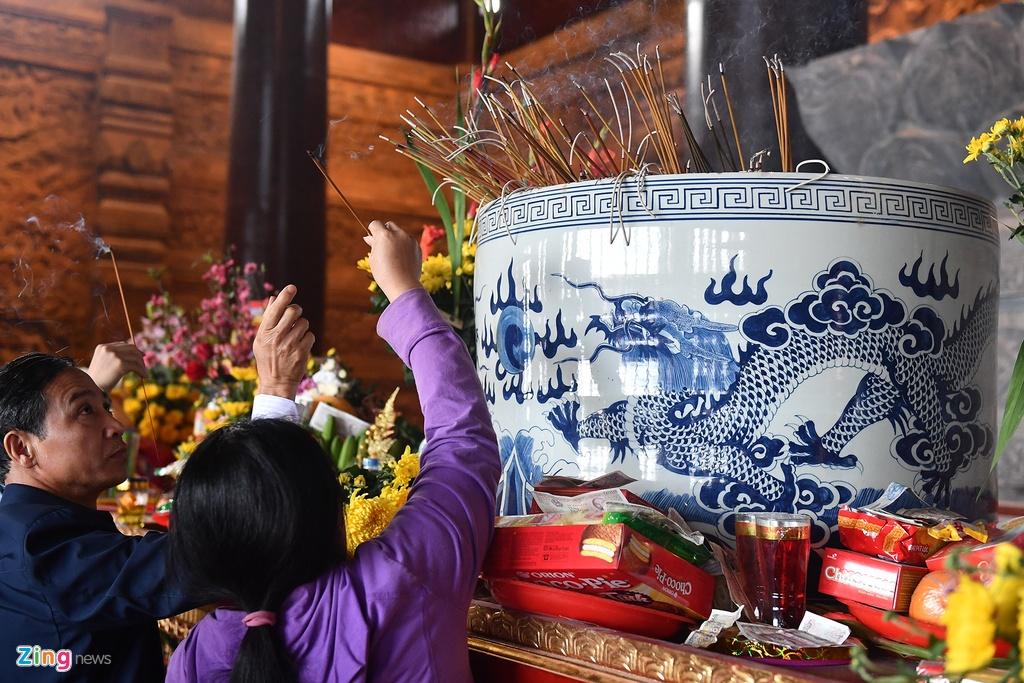 Toàn Cảnh Chùa Tam Chúc Hà Nam: Dòng Người đến Ngôi Chùa Lớn Nhất Thế Giới ở Hà Nam Dù