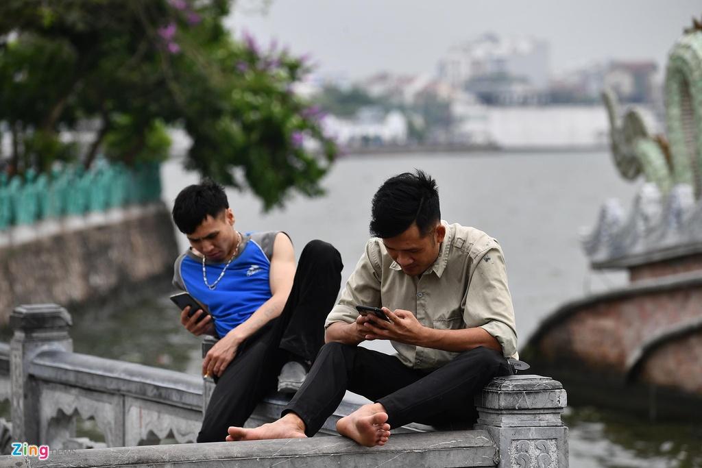 Pho phuong Ha Noi lang man ngay nghi le hinh anh 8