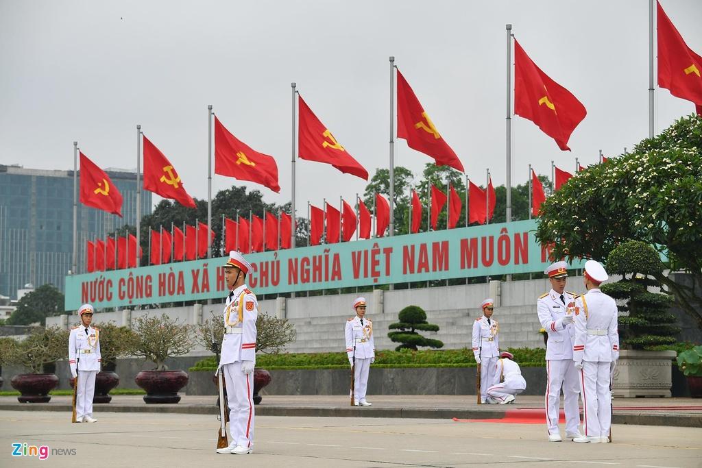 dai bieu Quoc hoi vieng lang Chu tich Ho Chi Minh anh 1