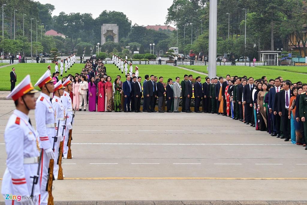 dai bieu Quoc hoi vieng lang Chu tich Ho Chi Minh anh 7