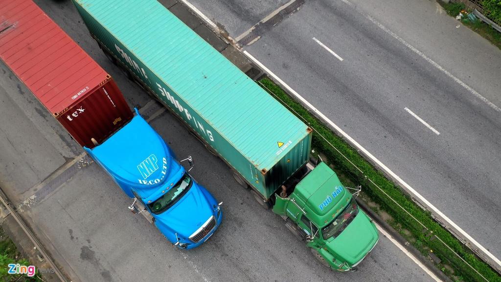 xe cho container tren duong Nguyen Van Linh o Hai Phong anh 13