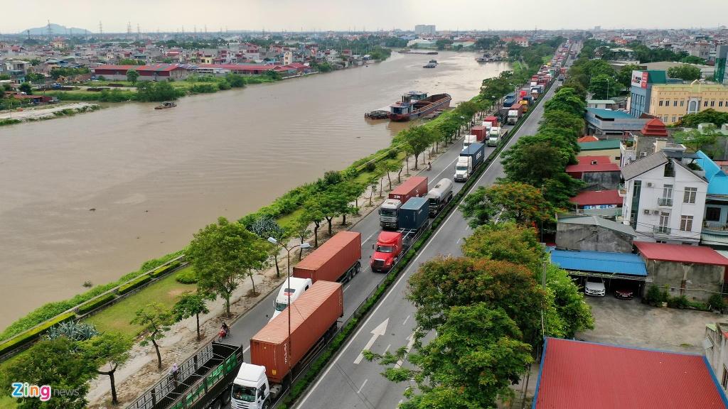 xe cho container tren duong Nguyen Van Linh o Hai Phong anh 2