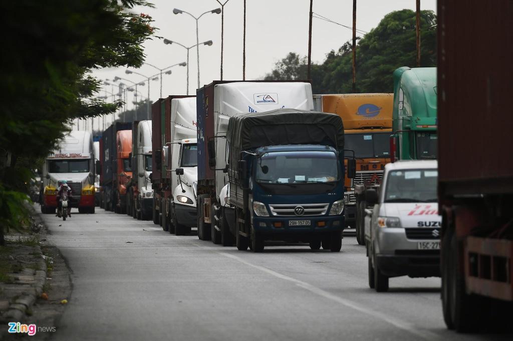 xe cho container tren duong Nguyen Van Linh o Hai Phong anh 5