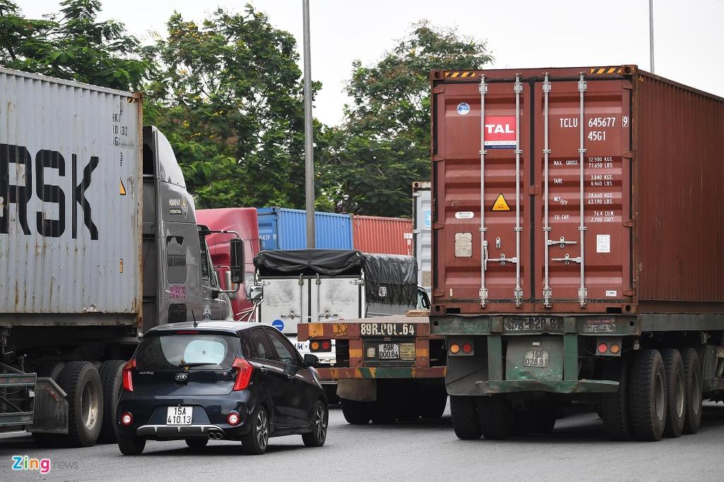 xe cho container tren duong Nguyen Van Linh o Hai Phong anh 7