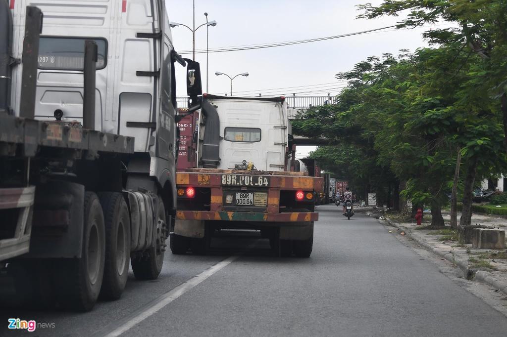 xe cho container tren duong Nguyen Van Linh o Hai Phong anh 9