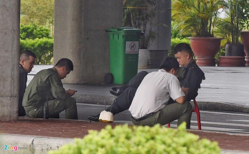 San bay Cat Bi khong bong nguoi truoc bao Wipha hinh anh 5