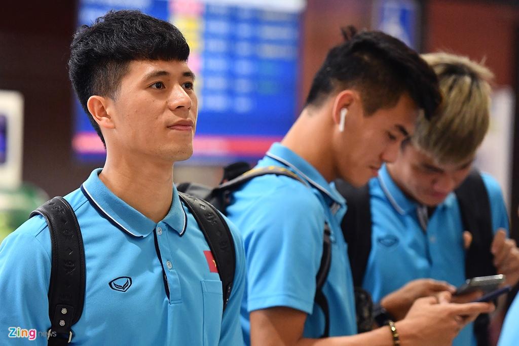 Thay tro HLV Park cho len may bay toi Bangkok hinh anh 4 u23_ra_san_bay_zing5.jpg