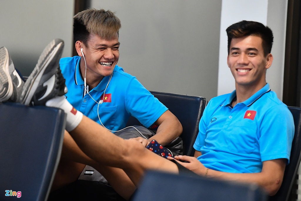 Thay tro HLV Park cho len may bay toi Bangkok hinh anh 8 u23_ra_san_bay_zing9.jpg