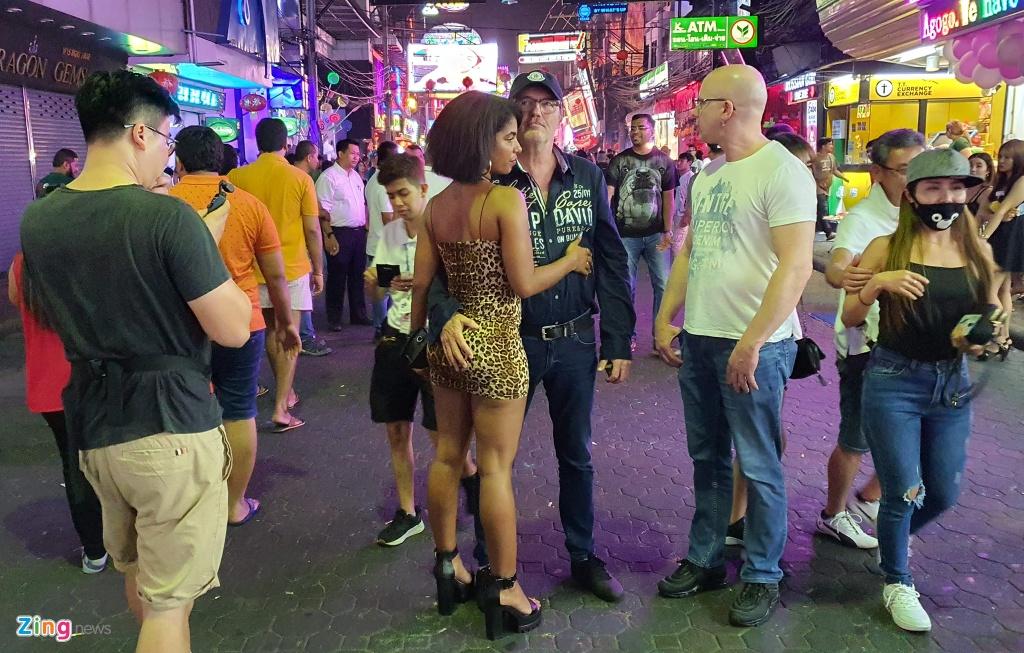 Can canh tu diem an choi bac nhat Thai Lan sau 0h hinh anh 14 sexshow_zing_14_.jpg