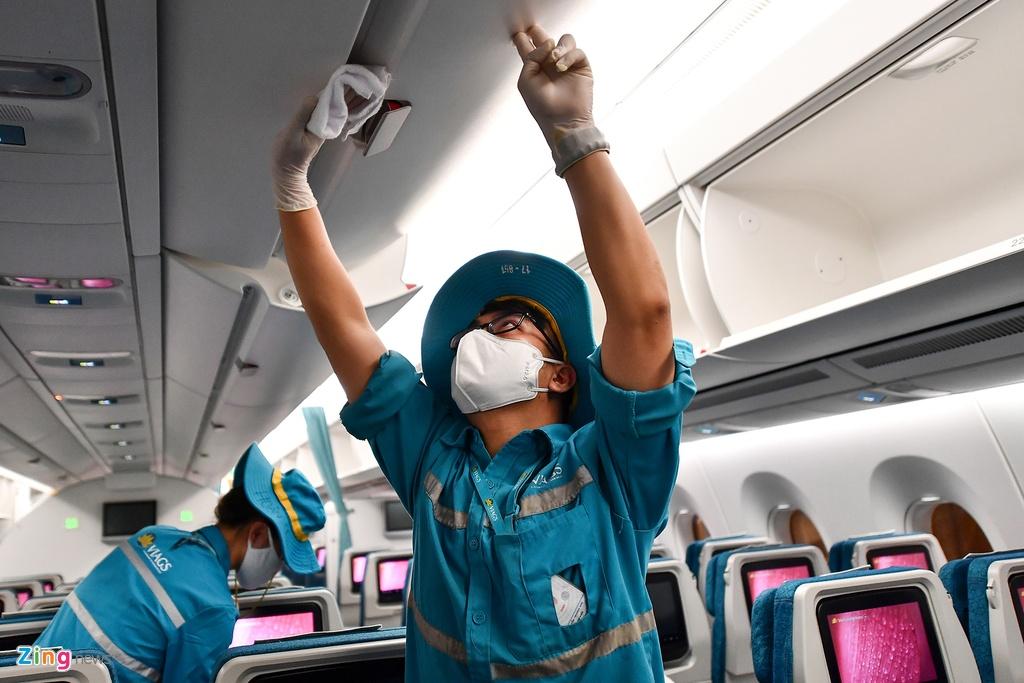 May bay Viet chen nhau tai bai do san bay Noi Bai hinh anh 13 san_bay_zing15.jpg  Máy bay Việt chen nhau tại bãi đỗ sân bay Nội Bài san bay zing15