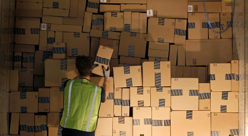 Jeff Bezos bien Amazon thanh de che ban le nhanh nhu the nao anh 2