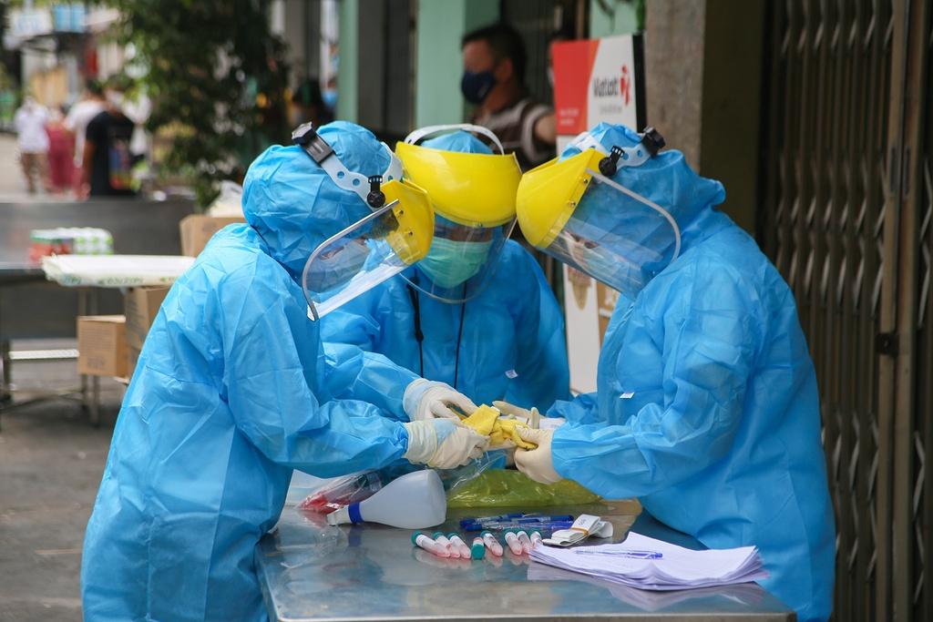 Hà Nội đã có 21 trường hợp mắc Covid-19 liên quan đến các ổ dịch ở Hải Dương, Quảng Ninh. Ảnh: Duy Hiệu.