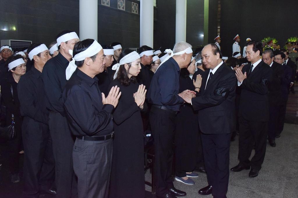 dam tang trung tuong Dong Sy Nguyen anh 7
