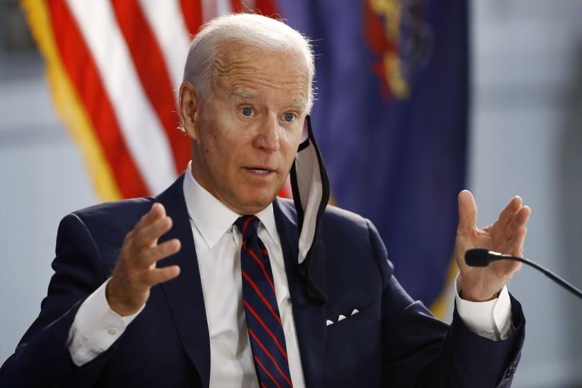 Donald Trump bi Joe Biden bo xa anh 4