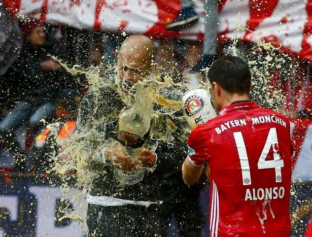 Bayern duoi bat va tam bia trong ngay nhan dia bac hinh anh 7