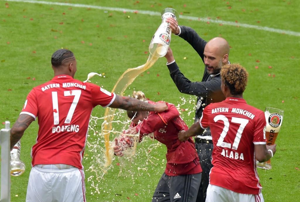 Bayern duoi bat va tam bia trong ngay nhan dia bac hinh anh 6