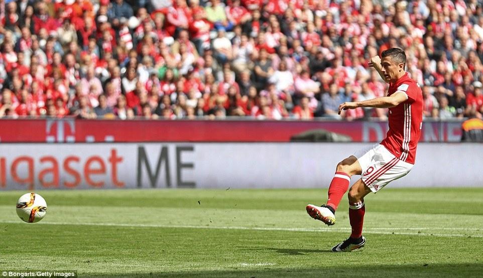 Bayern duoi bat va tam bia trong ngay nhan dia bac hinh anh 11