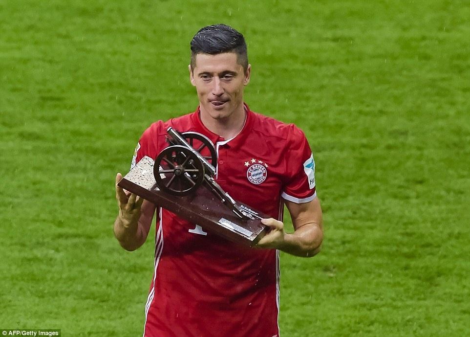 Bayern duoi bat va tam bia trong ngay nhan dia bac hinh anh 13