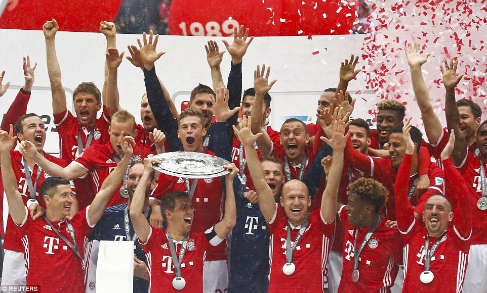 Bayern duoi bat va tam bia trong ngay nhan dia bac hinh anh 1